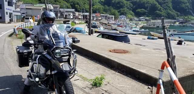 Ninjatours Japan motorcycle tour Yunohama parking area with motorcycles and beach