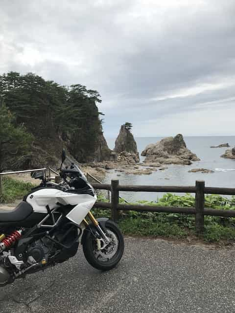 Ninjatours Japan motorcycle tour Yunohama parking area with motorcycles and ocean view